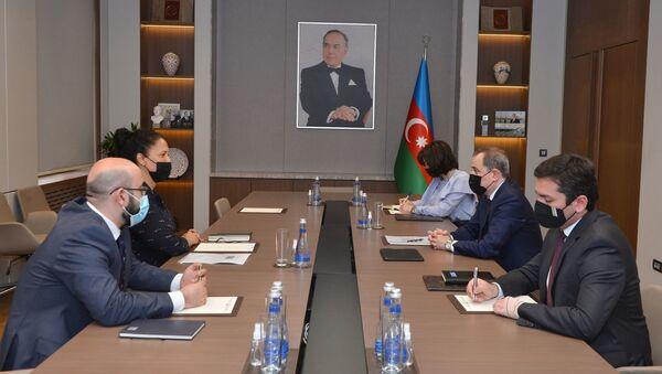 Джейхун Байрамов встретился с директором АБР по Азербайджану - Sputnik Азербайджан