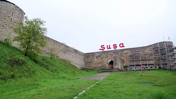 Крепостные стены в городе Шуша - Sputnik Azərbaycan