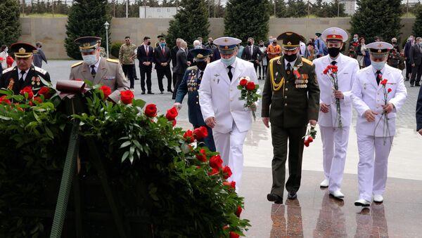 Помним, чтим, гордимся! Как прошел День победы в Баку - Sputnik Азербайджан
