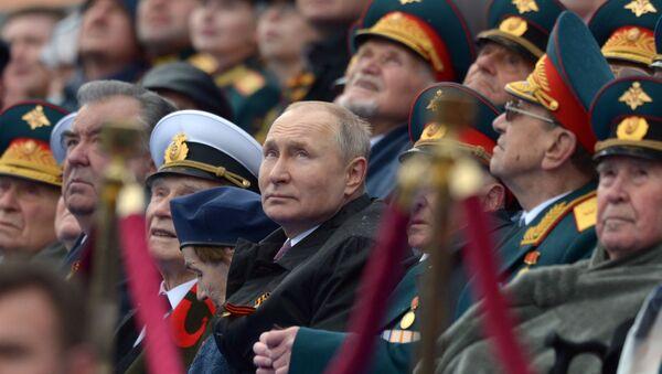 Президент России Владимир Путин на военном параде в честь 76-й годовщины Победы в ВОВ - Sputnik Азербайджан