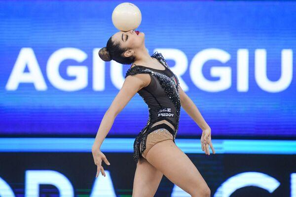 Итальянская гимнастка Александра Аджурджукулезе - Sputnik Азербайджан