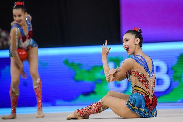 Сборная Узбекистана по художественной гимнастике во время выступления на Кубке мира в Баку - Sputnik Азербайджан