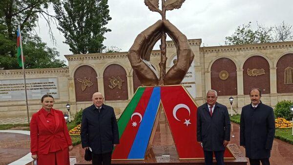 Qubada Azərbaycan-Türkiyə qardaşlıq parkının açılışı mərasimi - Sputnik Азербайджан