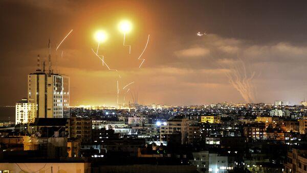 Ракеты, выпущенные в сторону Израиля из города Газа - Sputnik Азербайджан