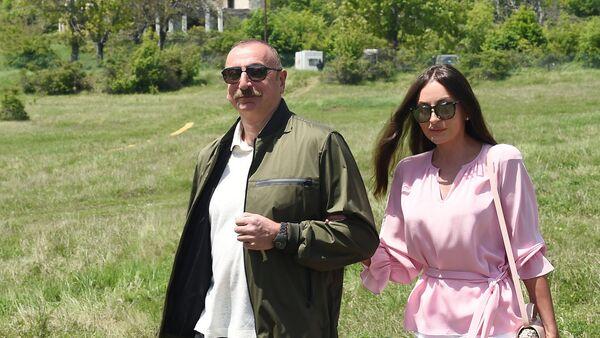 Президент Ильхам Алиев и Первая леди Мехрибан Алиева в Шуше - Sputnik Азербайджан
