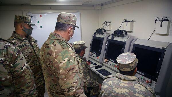 Министр обороны посетил подразделения войск ПВО, дислоцированные на освобожденных территориях - Sputnik Азербайджан