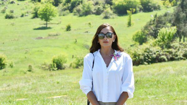 Первая леди Мехрибан Алиева в Шуше - Sputnik Азербайджан