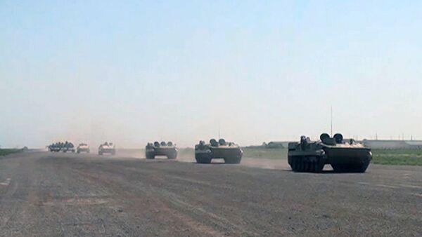 Ракетные и артиллерийские подразделения выдвигаются по обозначенным маршрутам - Sputnik Азербайджан