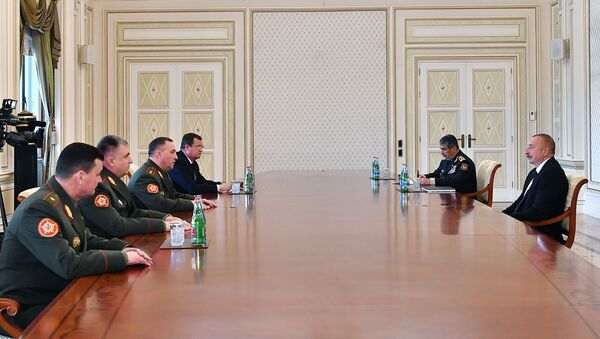 Президент Ильхам Алиев принял министра обороны Беларуси - Sputnik Азербайджан