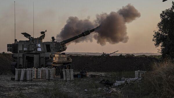 Израильское артиллерийское подразделение ведет огонь по целям в секторе Газа - Sputnik Азербайджан