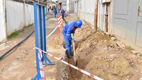 Прокладка сети водоснабжения в Баку - Sputnik Азербайджан