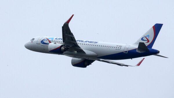 Самолет компании Уральские авиалинии совершает взлет в аэропорту Храброво в Калининграде - Sputnik Азербайджан
