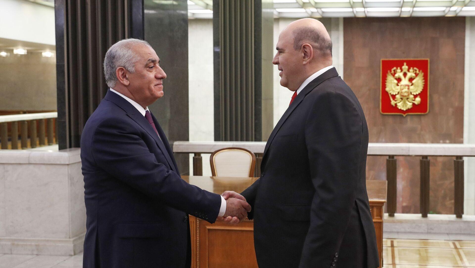 Председатель правительства РФ Михаил Мишустин и премьер-министр Азербайджана Али Асадов (слева) во время встречи, 20 мая 2021 - Sputnik Азербайджан, 1920, 23.05.2021