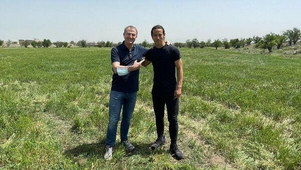 Джанни Де Бьязи и Кейсукэ Хонда в Агдаме - Sputnik Азербайджан