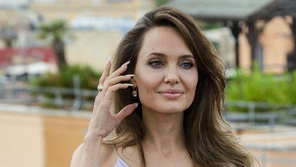 Анджелина Джоли, фото из архива - Sputnik Azərbaycan