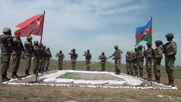 Проведены тактические учения с участием азербайджанских и турецких военнослужащих - Sputnik Азербайджан