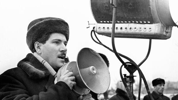 Режиссер Григорий Чухрай на съемках фильма Чистое небо. - Sputnik Азербайджан