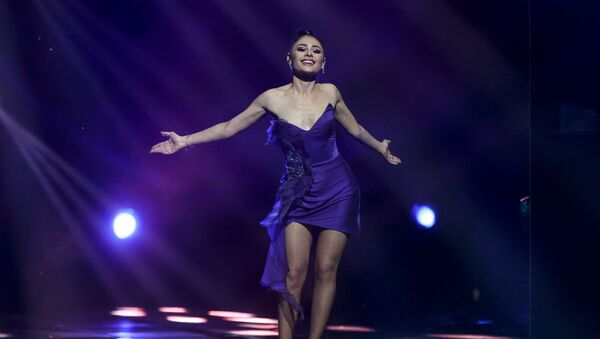 Певица Самира Эфенди (Азербайджан) во время выступления в финале конкурса Евровидение, который проходит в Роттердаме - Sputnik Азербайджан