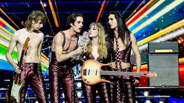 Коллектив Måneskin (Италия) во время выступления финала 65-го международного конкурса песни Евровидение - 2021 в Роттердаме - Sputnik Azərbaycan