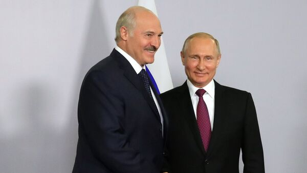 Президент РФ Владимир Путин и президент Беларуси Александр Лукашенко во время встречи в Сочи - Sputnik Азербайджан