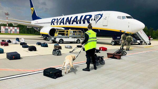 Самолет авиакомпании Ryanair в аэропорту Минска - Sputnik Азербайджан