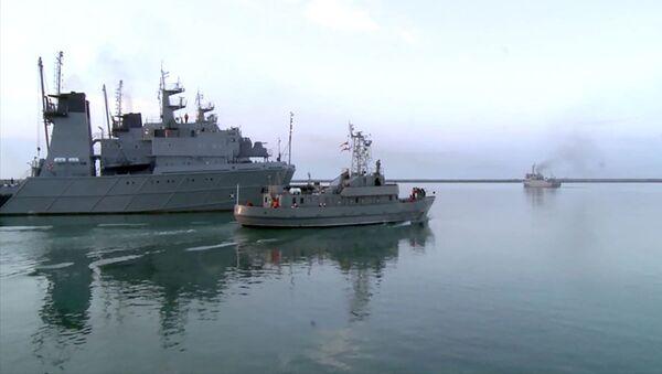Azərbaycan HDQ-nin gəmi heyətləri döyüş atışları icra edib - Sputnik Азербайджан