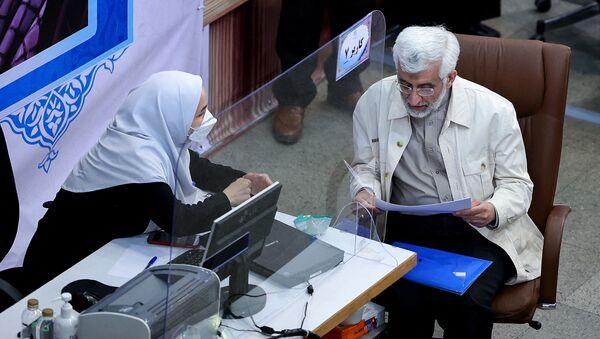 Бывший кандидат в президенты Саид Джалили регистрирует свою кандидатуру на июньских президентских выборах в столице Тегеране, 15 мая 2021 года - Sputnik Азербайджан