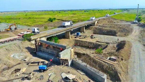 Строительство автомобильной дороги из Барды в освобожденный от оккупации Агдам - Sputnik Азербайджан
