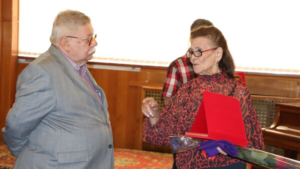 Церемония награждения артистов почетными грамотами в Союзе театральных деятелей - Sputnik Азербайджан