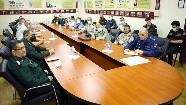 Брифинг для военных атташе зарубежных стран в Управлении международного военного сотрудничества Министерства обороны - Sputnik Азербайджан