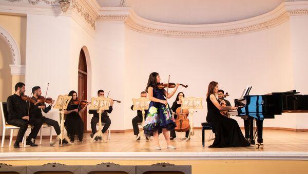 Концерт в связи с Международным днем детей в Азербайджанской государственной академической филармонии  - Sputnik Азербайджан