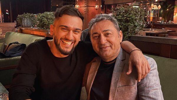 Известный российский исполнитель азербайджанского происхождения Jony (творческий псевдоним Джахида Гусейнли) впервые показал своего отца-азербайджанца - Sputnik Азербайджан