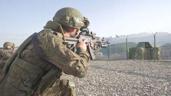 Тренировка  российских миротворцев по обороне наблюдательного поста в Карабахе - Sputnik Азербайджан