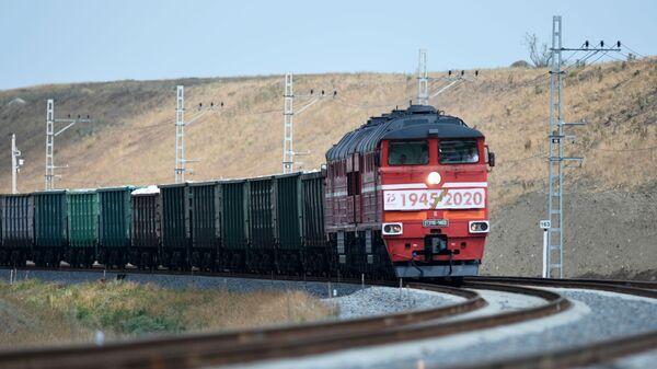 Грузовой поезд, фото из архива - Sputnik Азербайджан