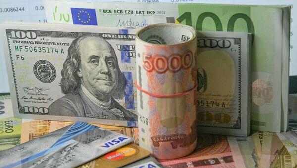 Доллары США, евро и рубли - Sputnik Азербайджан