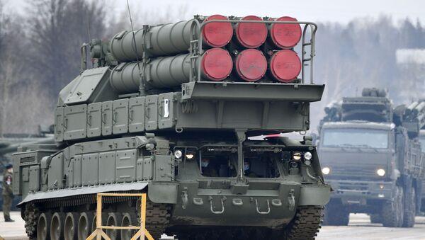 Зенитно-ракетный комплекс (ЗРК) Бук-М3 во время репетиции военного парада, фото из архива - Sputnik Азербайджан