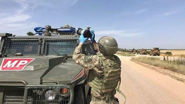 Российские и турецкие военные во время совместного патрулирования в провинции Идлиб - Sputnik Азербайджан