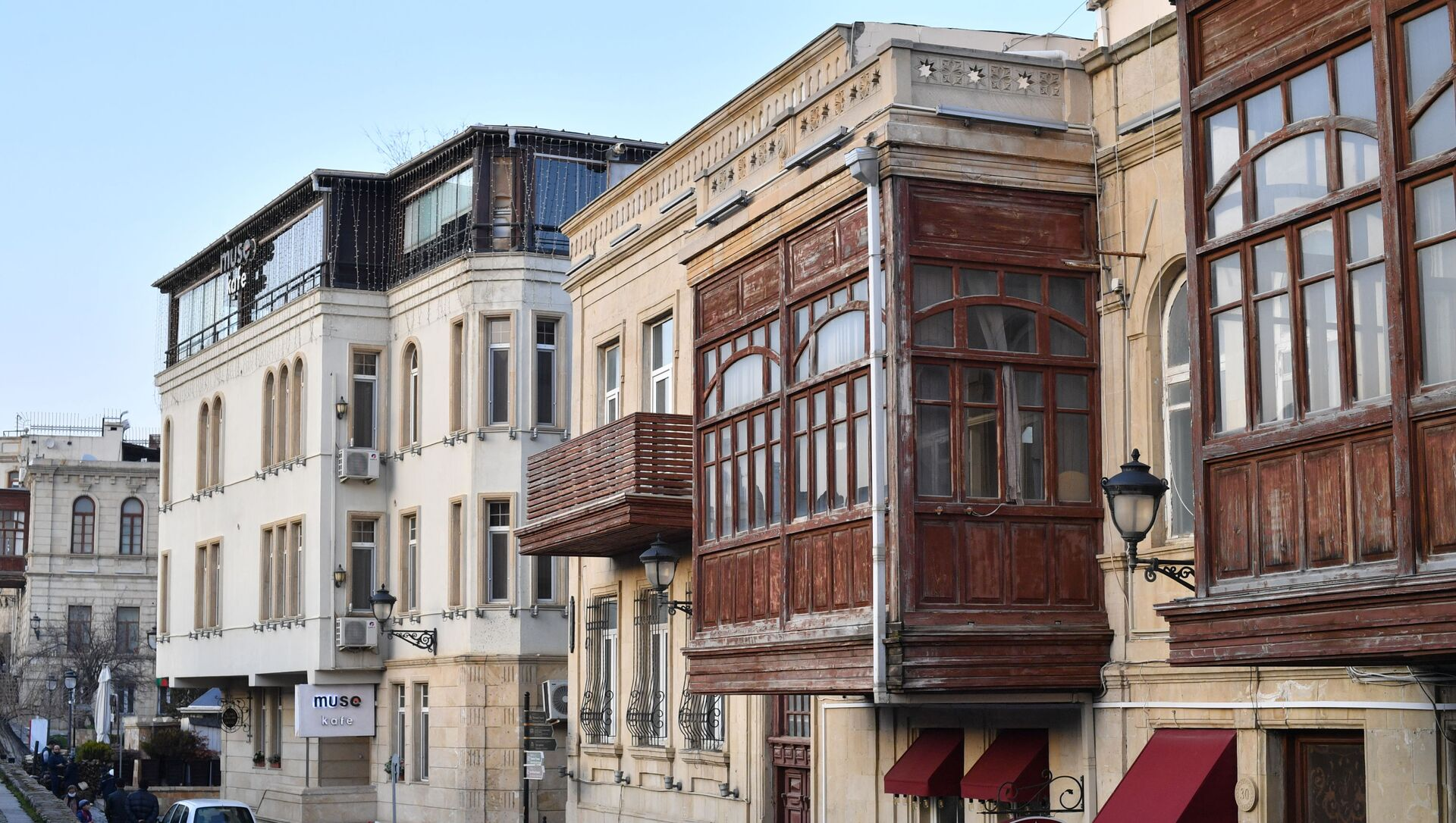 Одна из улиц в Баку. - Sputnik Azərbaycan, 1920, 20.09.2021