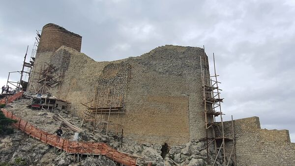 Восстановительно-консервационные работы памятника Чыраг-гала - Sputnik Азербайджан