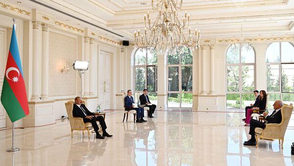 İlham Əliyev İtaliyanın Azərbaycanda yeni təyin olunmuş səfirinin etimadnaməsini qəbul edib - Sputnik Азербайджан