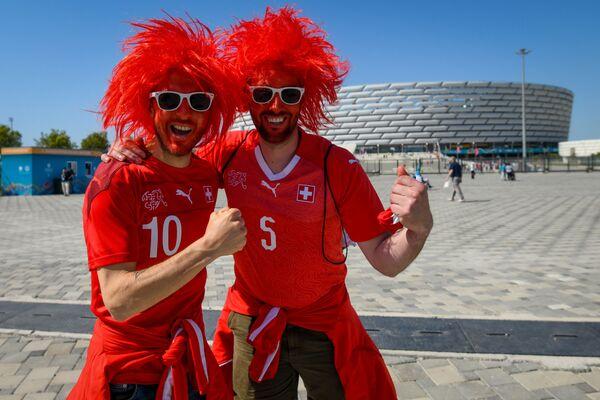 Болельщики сборной Швейцарии перед Бакинским Олимпийским стадионом - Sputnik Азербайджан