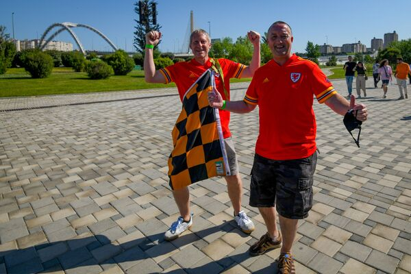 Болельщики перед матчем Швейцария-Уэльс - Sputnik Азербайджан