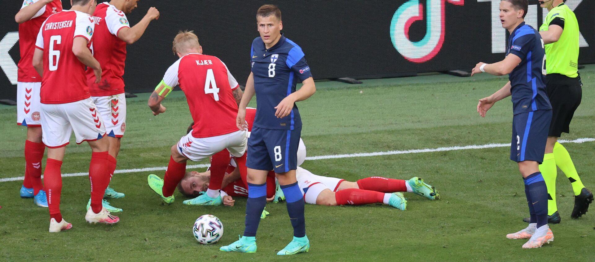 Футболист сборной Дании Кристиан Эриксен потерял сознание на поле - Sputnik Азербайджан, 1920, 13.06.2021