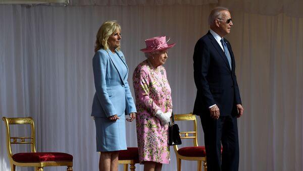 Президент США Джо Байден и первая леди Джилл Байден встретились с королевой Великобритании Елизаветой II в Виндзорском замке - Sputnik Азербайджан
