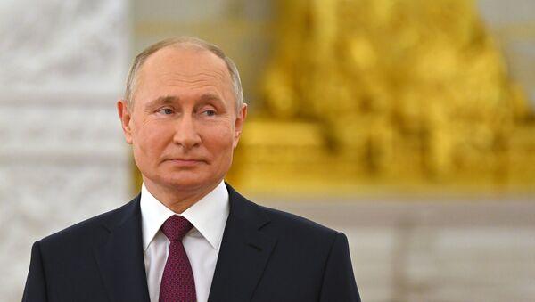 Президент РФ Владимир Путин, 12 июня 2021. - Sputnik Азербайджан