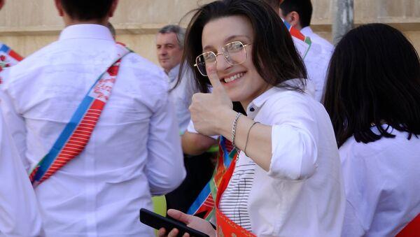 Азербайджанские выпускники попрощались со школой  - Sputnik Азербайджан