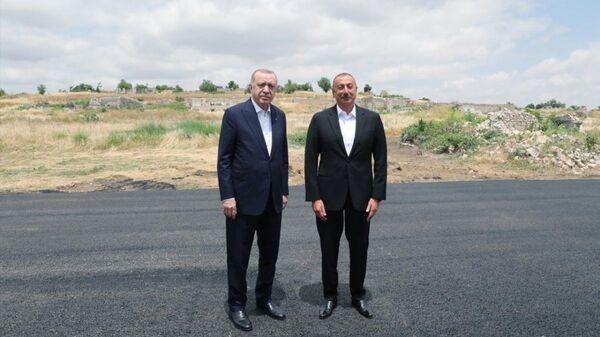 Azərbaycan Prezidenti İlham Əliyev və Türkiyə Prezidenti Rəcəb Tayyib Ərdoğan, arxiv şəkli - Sputnik Azərbaycan