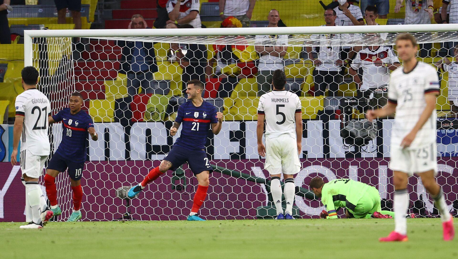 Защитник сборной Германии Матс Хуммельс забил гол в свои ворота в матче со сборной Франции - Sputnik Азербайджан, 1920, 16.06.2021
