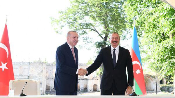 Ильхам Алиев и Реджеп Эрдоган подписали Шушинскую декларацию о союзнических отношениях Азербайджана и Турции - Sputnik Азербайджан