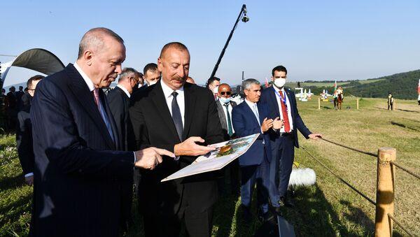 Президенты Ильхам Алиев и Реджеп Тайип Эрдоган с супругами присутствовали на показе композиции Музыкальное наследие и карабахские кони на Джыдыр дюзю - Sputnik Азербайджан